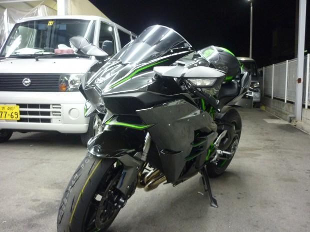 Kawasaki Ninja H2斜め前