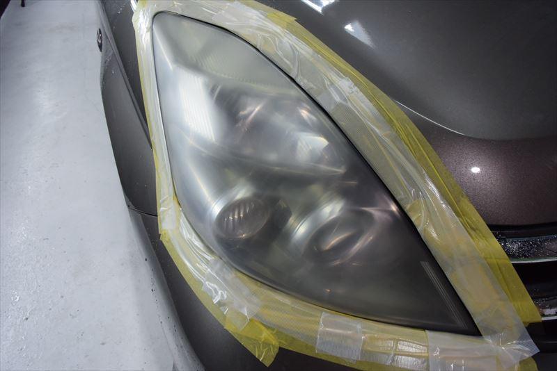 研磨した右ヘッドライト